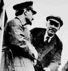 Trotsky et Lénine (1919).jpg