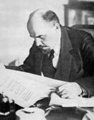 Lénine lisant la Pravda.jpg